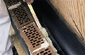 Удаление раствора из вентиляционного зазора